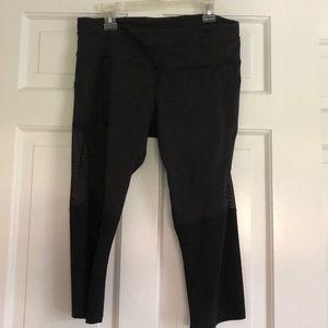 Lululemon black mesh panel crap yoga pants size 8